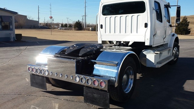 Photo gallery bumper light bar and fender on semi truck mozeypictures Image collections